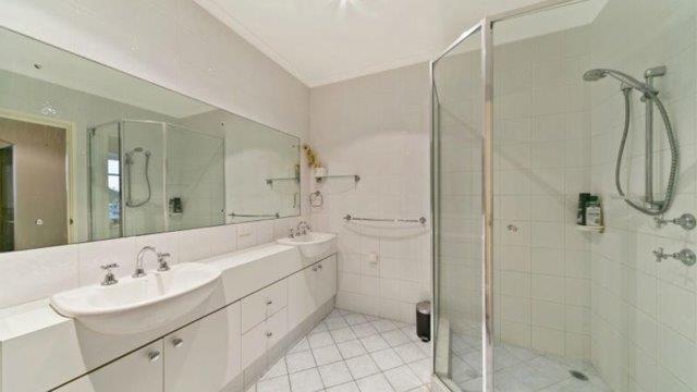 Iceworks three bedroom apartment bathroom